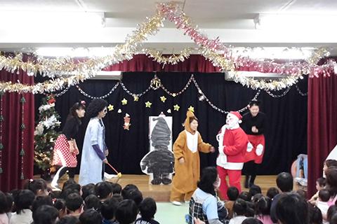 【クリスマス誕生会】サンタクロースの登場に大喜び!!